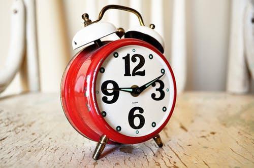 Alarm clock. Image by Pixabay.