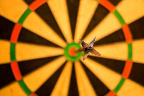 Dart hitting bullseye. Skitterphoto